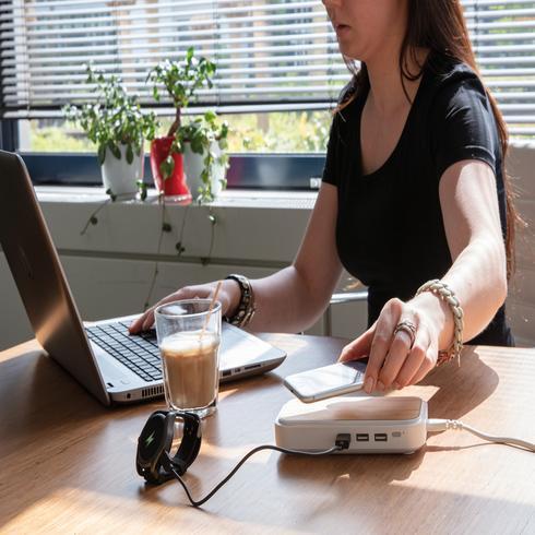 Bamboo 5W langaton laturi 3 USB-portilla.