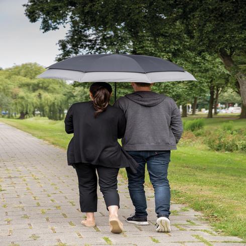 Swiss Peak 23 tuumasta 27 tuumaan laajennettava sateenvarjo