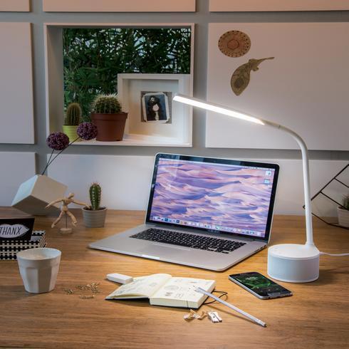 USB-lataava lamppu ja kaiutin
